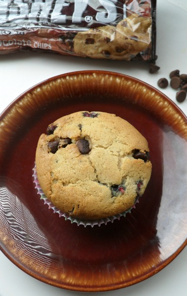 choc rasp muffin